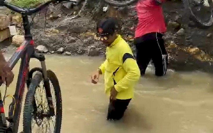 Diterjang Arus Air Kali Lamongan,Jembatan Penghubung Desa Munggugebang-Sirnoboyo Putus