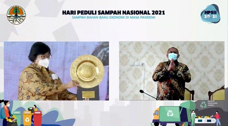 Berhasilan Kurangi Volume Sampah di TPA, Pemkot Surabaya Terima Penghargaan dari Kementerian LHK